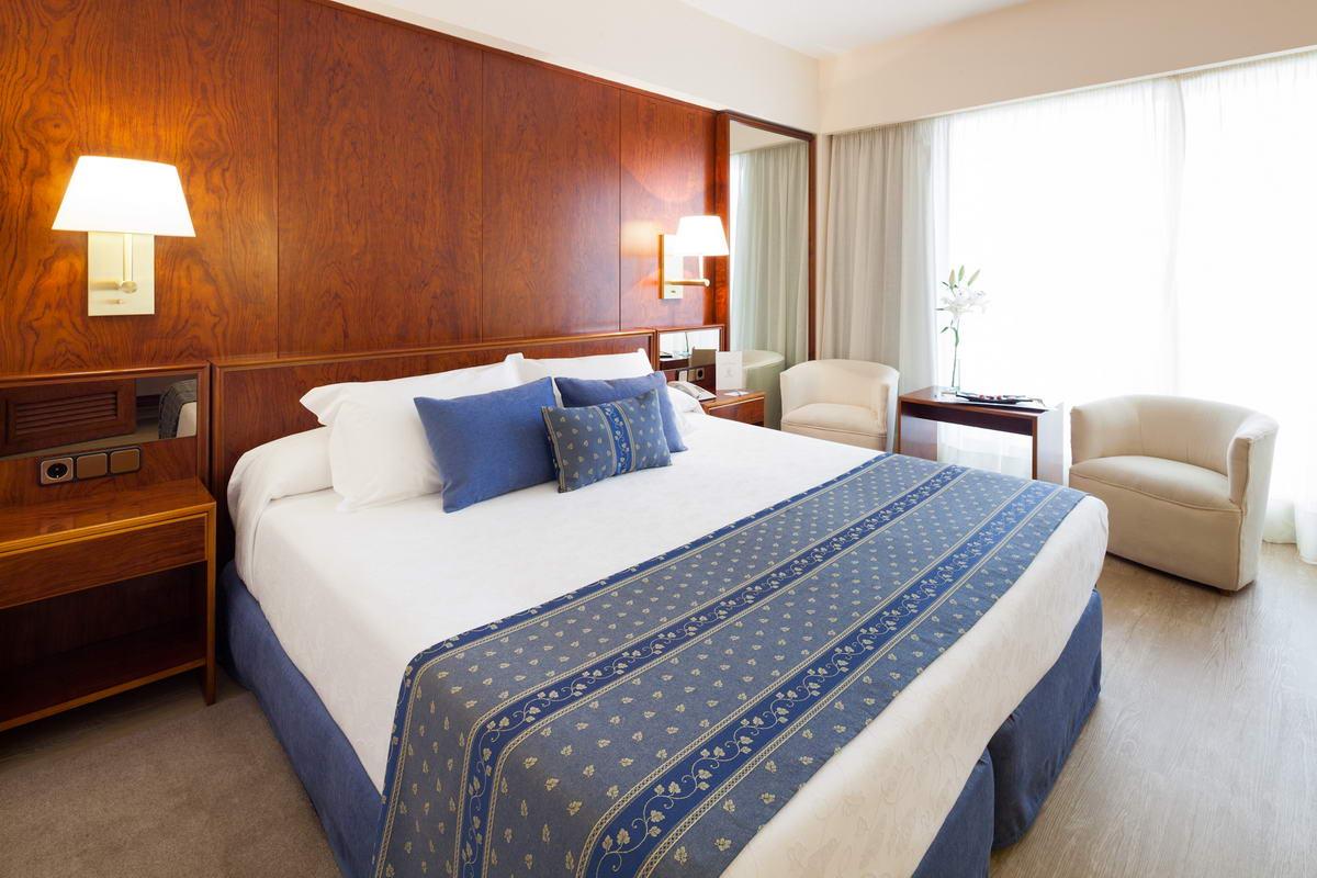 Pie de cama con cojines