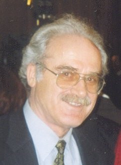 Öğretmen Dünyası dergisinin kurucusu yazar, maviADA'da 2013'de yer aldı.