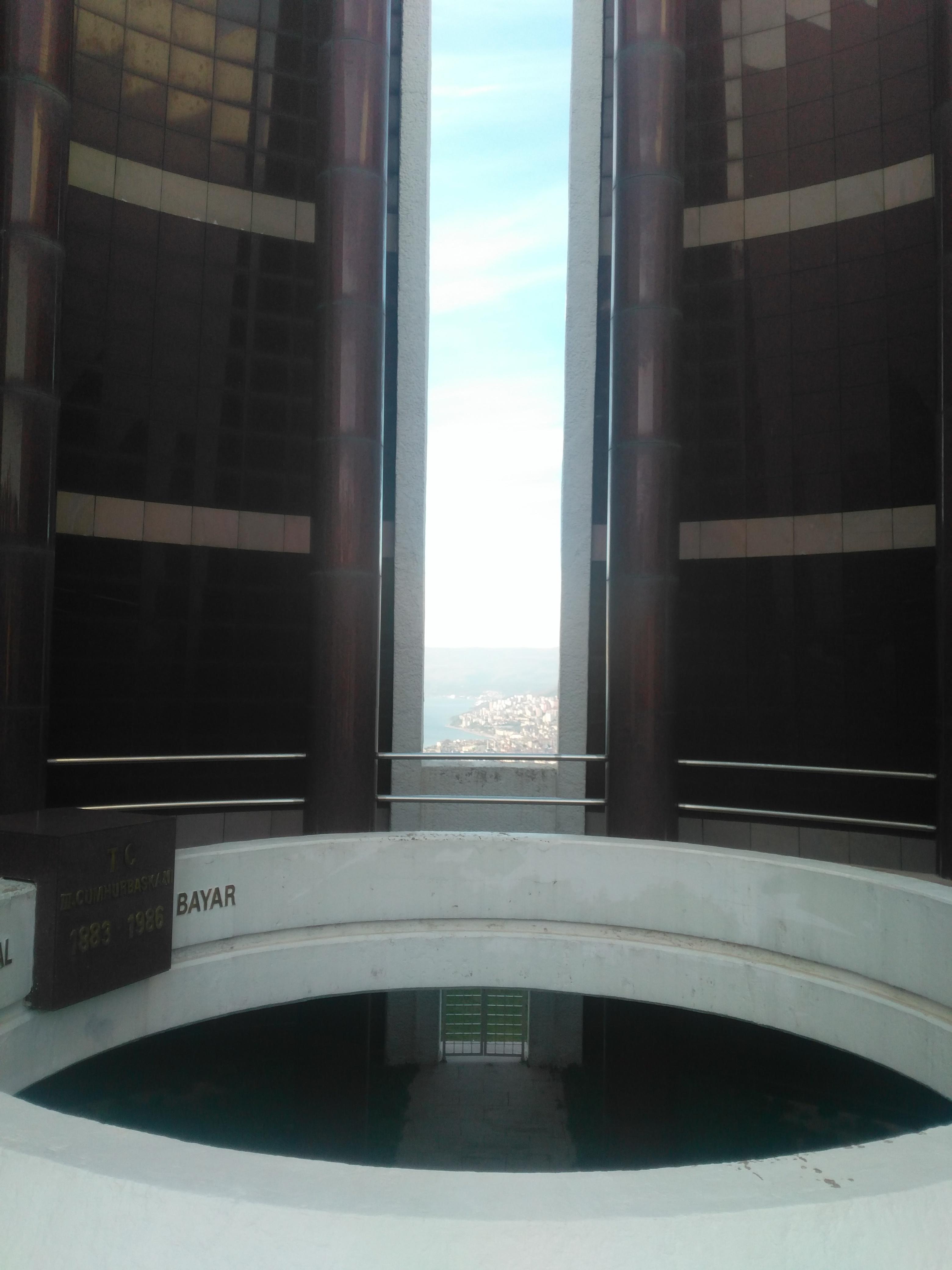 Anıt Mezar İçi