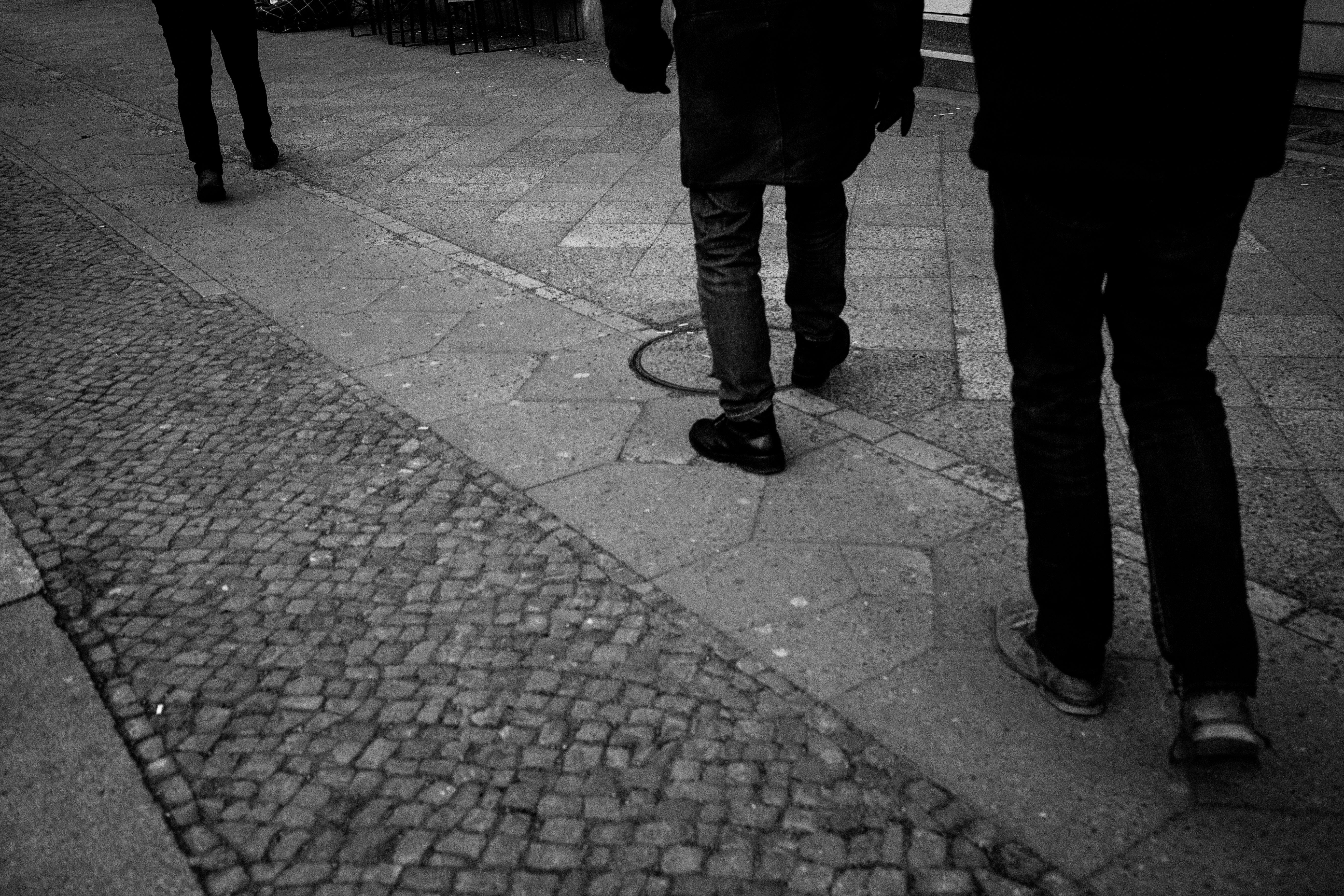 walking_in_line_6420