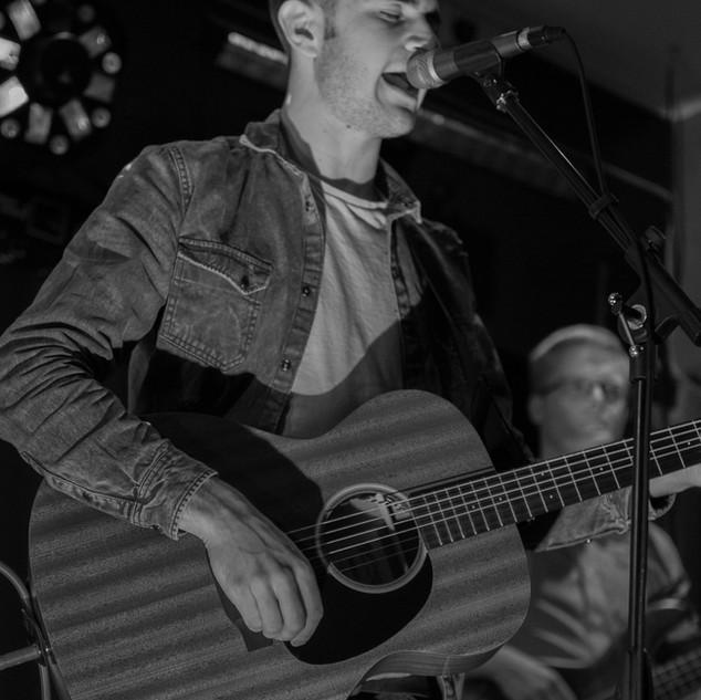 Crackin Craic - Ruaridh Acoustic