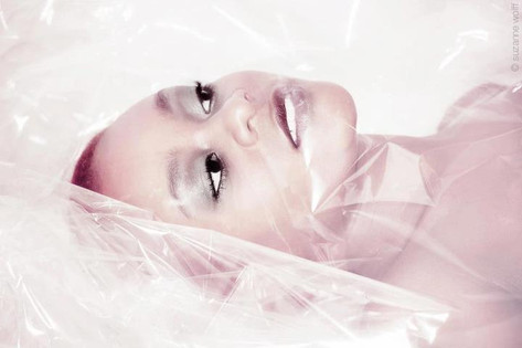 Foto: Suzanne Wolff Model: Yolanda da Silva Visa: Janine Gunti