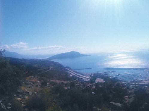 Участок земли возле яхтенной марины, с панорамным видом
