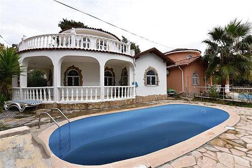 Вилла 3+1 с бассейном и тропическим садом