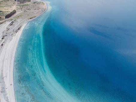 На берегу уникального турецкого озера возвели комплексы бунгало