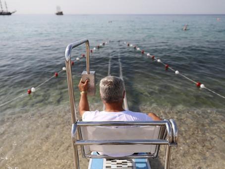 На пляже Клеопатры появилась купальня для людей с ограниченными возможностями