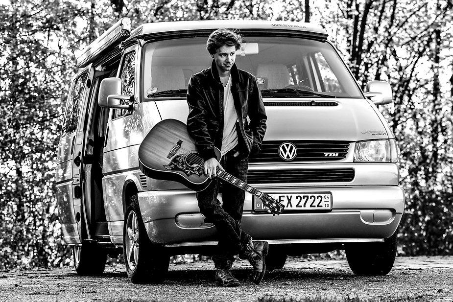 VW Bus clean SW.jpg