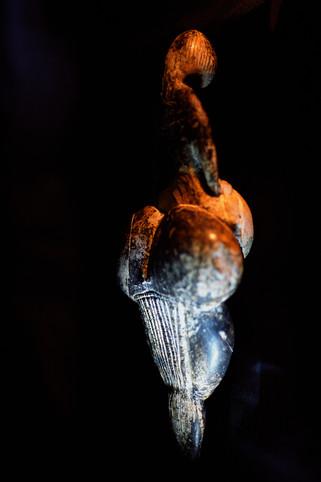 La Vénus de Lespugue Statuette féminine en ivoire de mammouth Musée de l'Homme, Paris