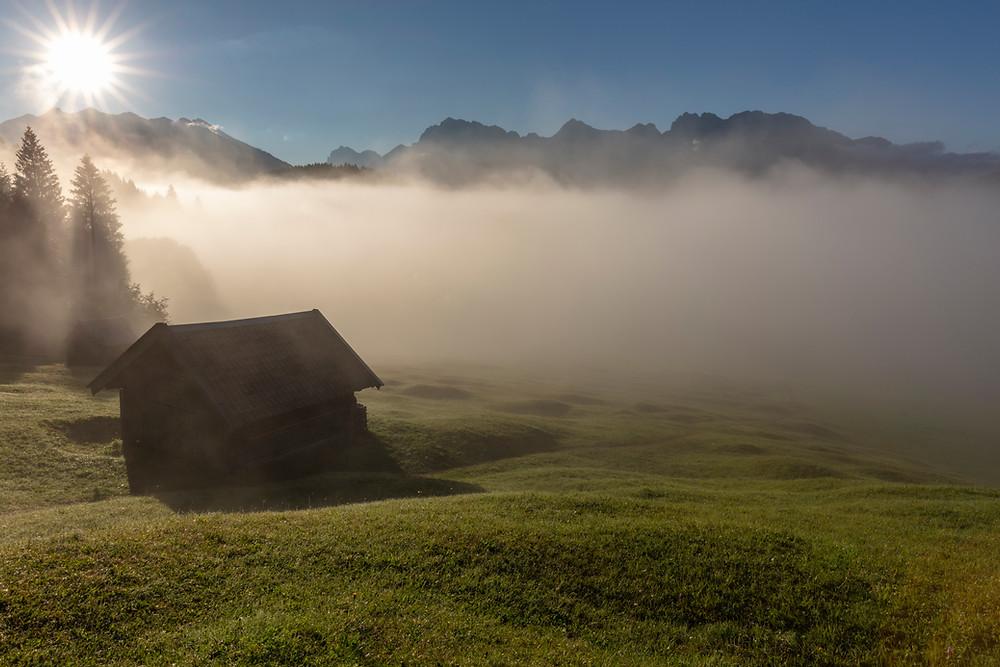 Sonnenaufgang, Geroldsee, Wagenbruechsee, Kruen, Garmisch-Partenkirchen, Bayern, Deutschland, Landschaftsfotografie, Alm, Im Fruehtau zu Berge, Huette
