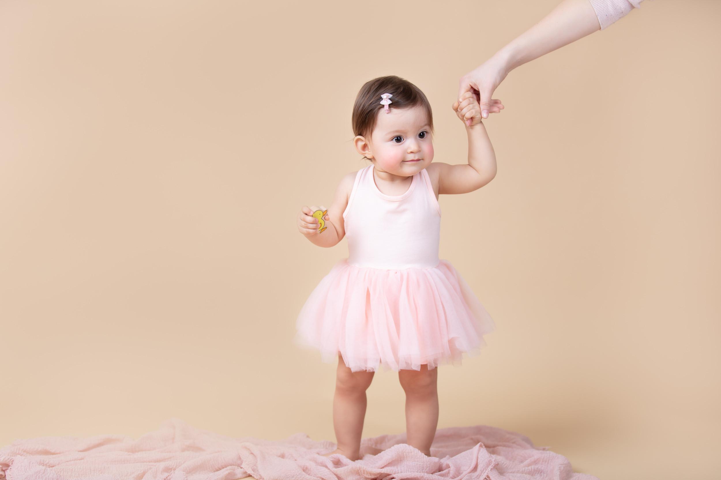 Babys Erste Schritte [_V6A1493] VUS