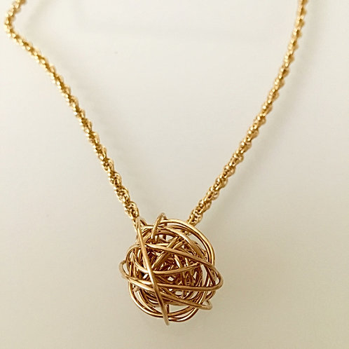 Twisted sphere necklace