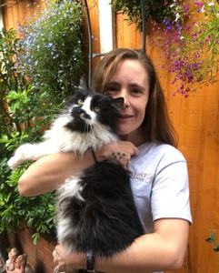 Pauline volunteer at Birmingham cat resc