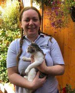 Rachel volunteer at Birmingham cat rescu
