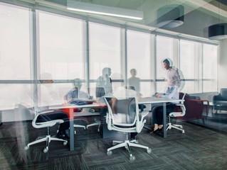 No pós-pandemia, escritórios terão espaços compartilhados e maior integração com o home office