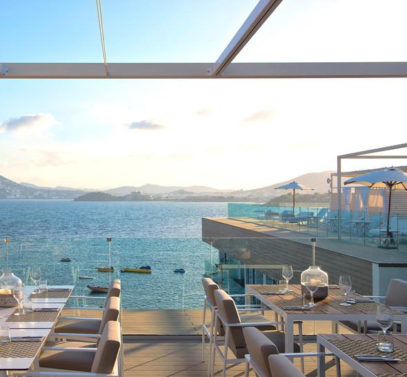 Hotel Rooftop Glass Balcony