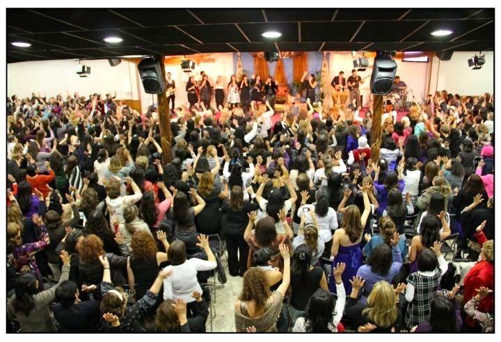 1.000 mujeres adorando a Dios