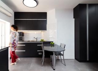 Renovation in Israel - A black kitchen
