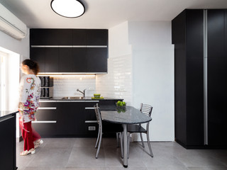 Renovation in Israel - A black kitchen
