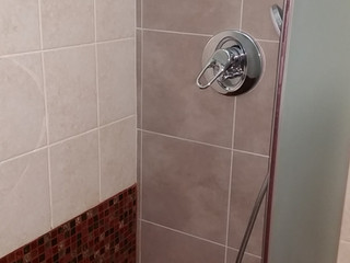 Accessibility project: substituting the bathtub with a floor-level shower