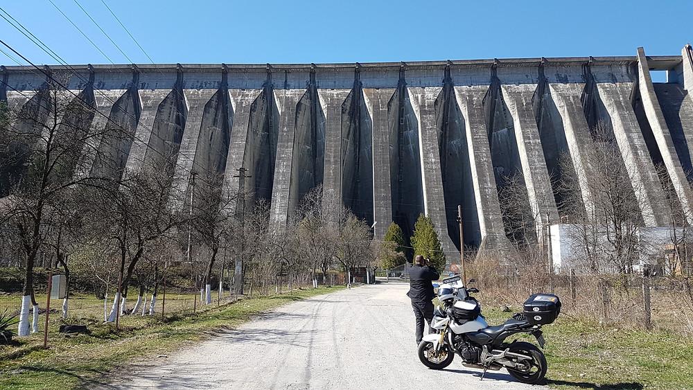 Barajul Valea Uzului