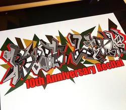 以前スタジオの壁画を描いたダンススクールの10周年記念イベントのTシャツデザイン