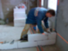 При проведении работ важно быть предельно аккуратным и соблюдать последовательность этапов строительной технологии. Только так перегородка получится качественной и ровной