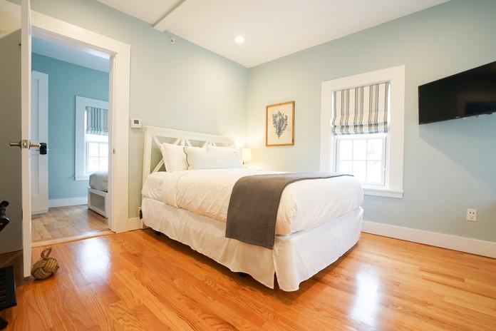 room-five-the-newport-inn-2021--12.jpg