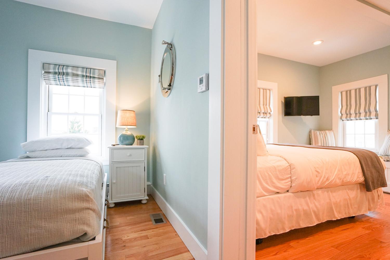 room-five-the-newport-inn-2021--03.jpg