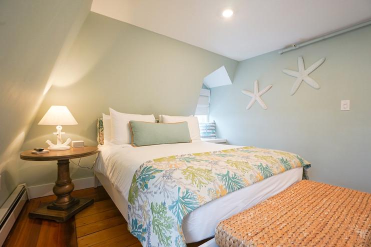 room-six-the-newport-inn-2021--10.jpg
