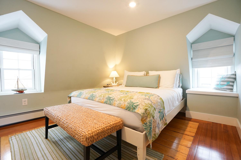 room-six-the-newport-inn-2021--13.jpg