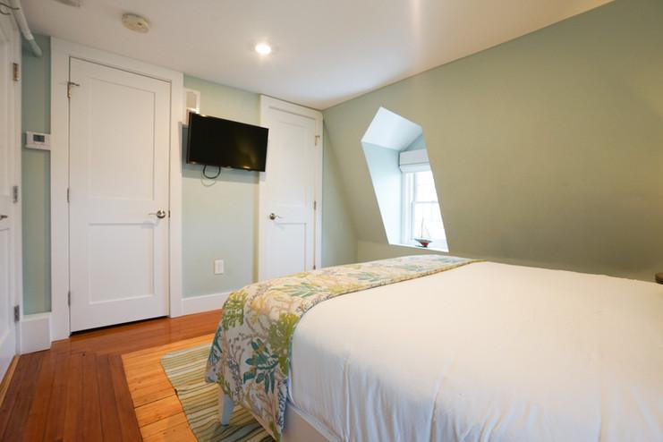 room-six-the-newport-inn-2021--12.jpg