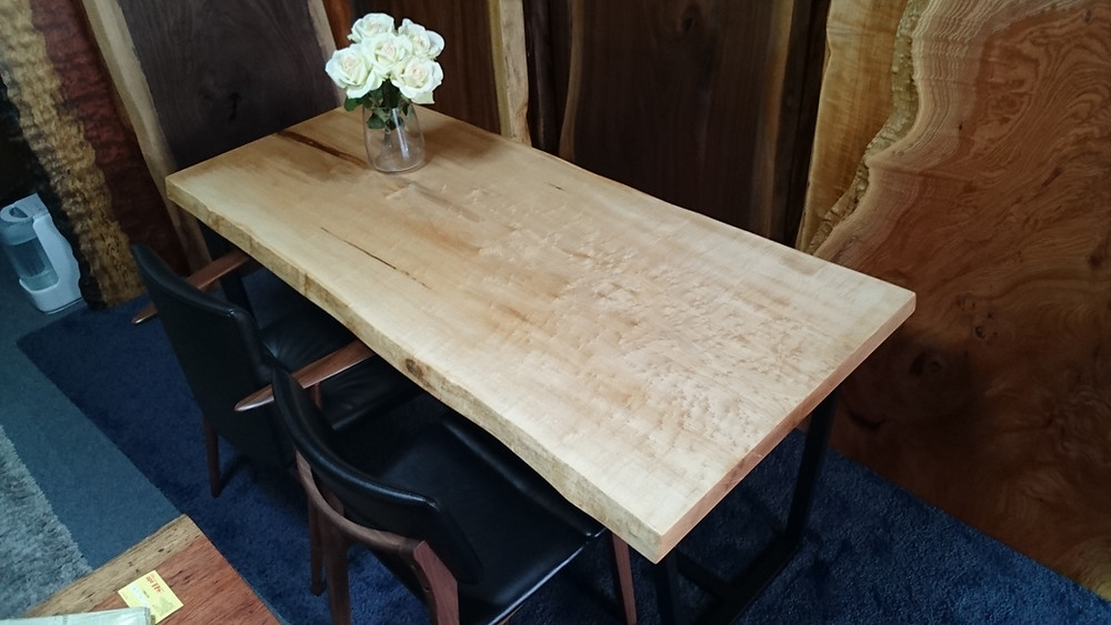 バーズアイメープル 一枚板テーブル