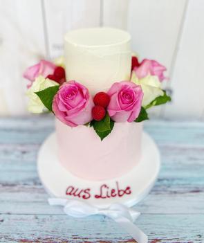 Ring of Roses Wedding Cake