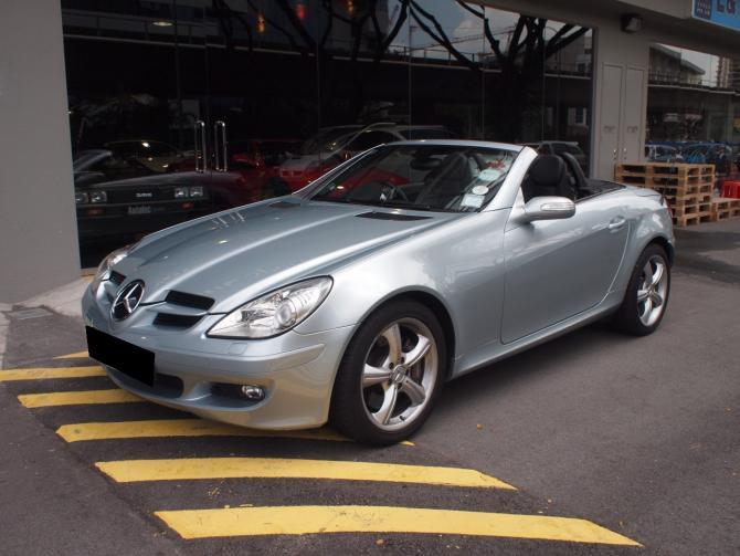 2005 Feb Mercedes-Benz SLK350 Convertible