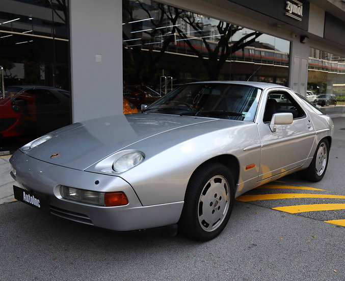 1989 Dec Porsche 928 S4