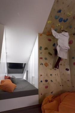 חדר טיפוס בחדר הילדים