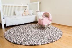 שטיח פונפני צמר