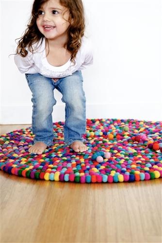 שטיח דגם חגיגה
