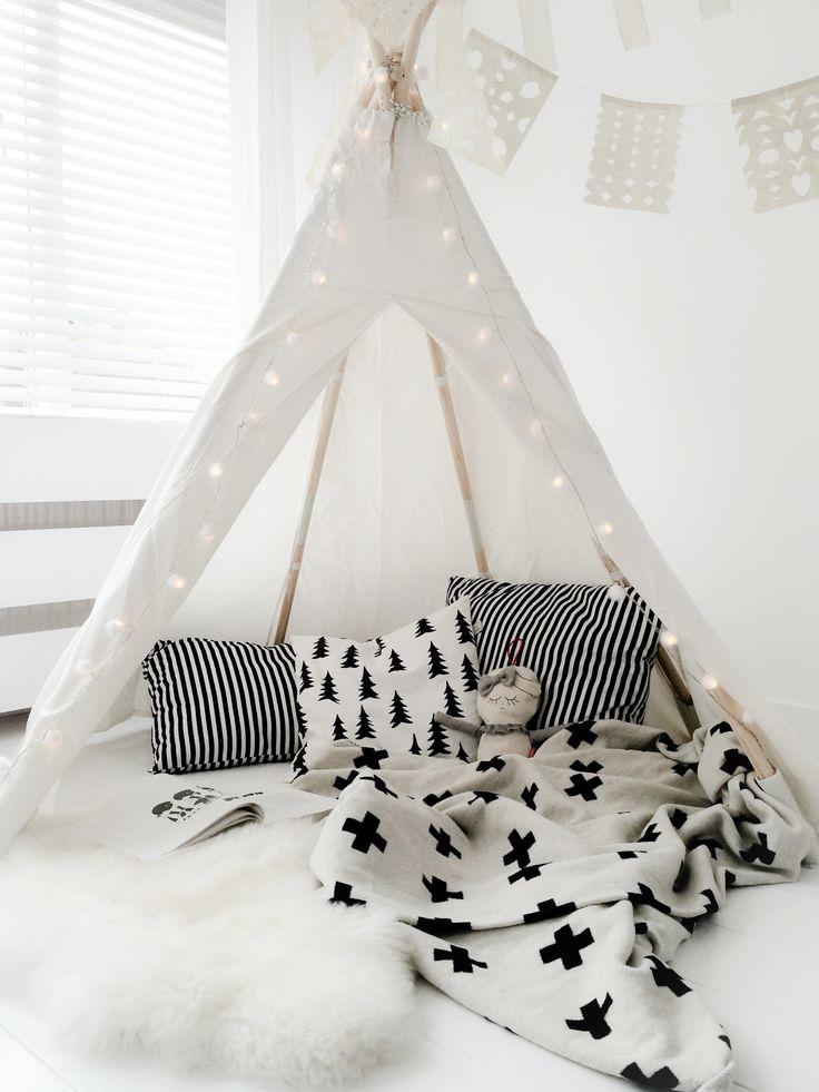 אוהל שחור לבן