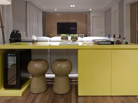 apartamento aparador amarelo