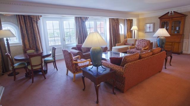 Salon de la Cinderella Suite - Disneyland Hôtel disneyland paris