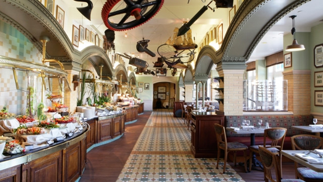 "Restaurant ""Les Inventions"" - Disneyland Hôtel  Disneyland Paris"