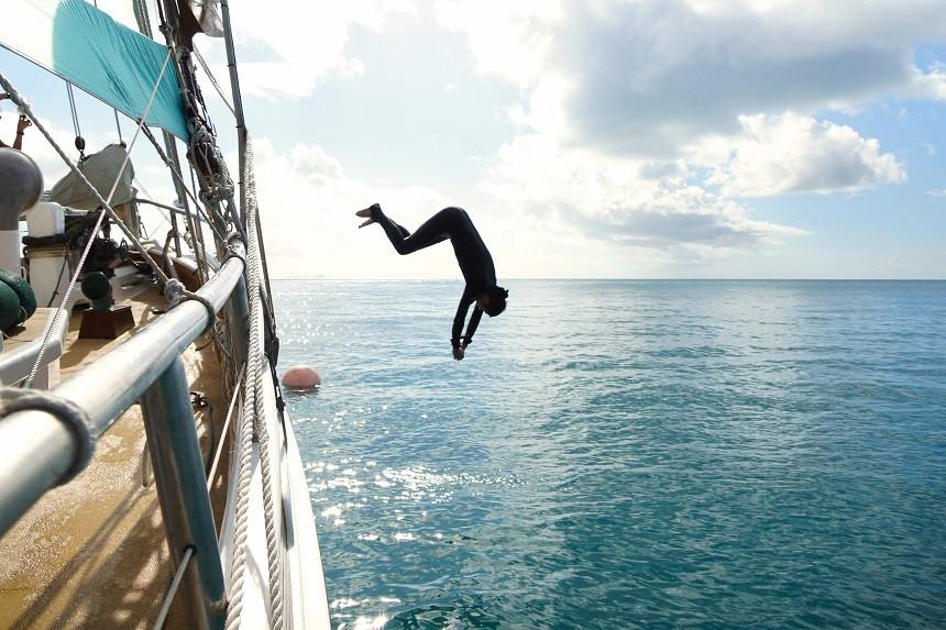 Hermann beim Springen - Ise Pearl - Whitsundays