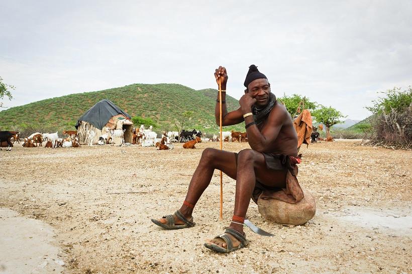 Der Stammesführer des Himba Dorfes