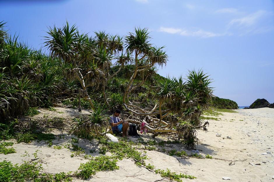 Einsamer Strand auf Aka Island