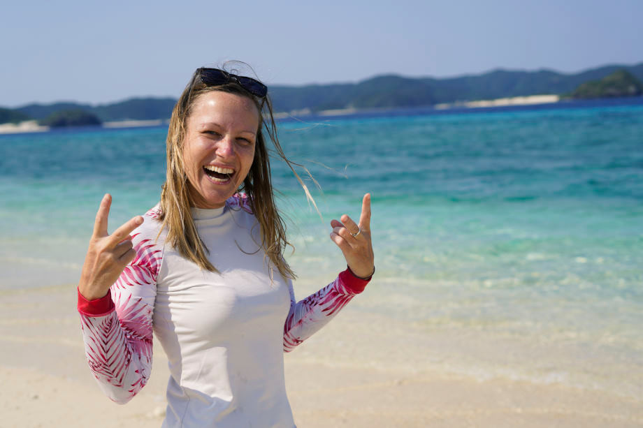 Kati am Strand auf Aka Island