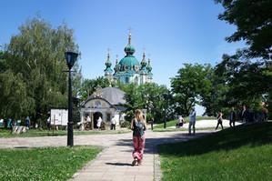 Blick auf die St. Andrew Kirche in Kiew.