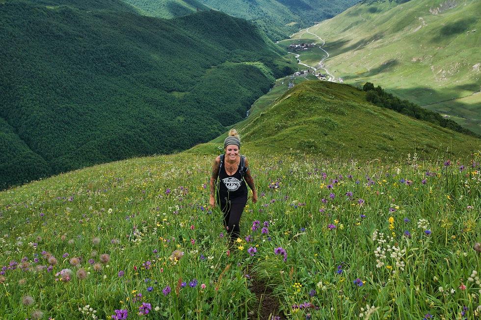 Wandern durch Wildblumen