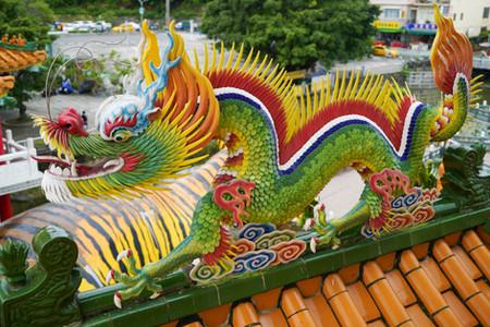 Bunter Drache auf einem Tempel in Taiwan