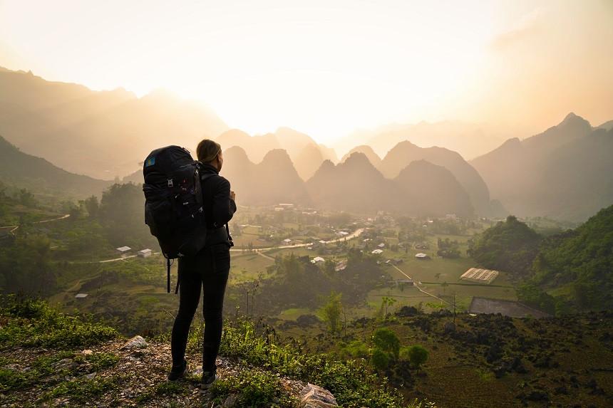 Blick-auf-vietnamesisches-Tal-Sonnenuntergang
